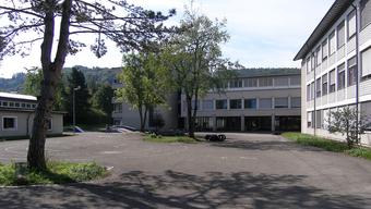 Die Schulanlage Hofmatt ist geprägt durch die gemeinsame Nutzung des Schulareals mit der Primarschule Gelterkinden.