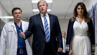 US-Präsident Donald Trump besucht mit seiner Frau Melania ein Spital, in dem Verletzte des jüngsten Schulmassakers behandelt werden.