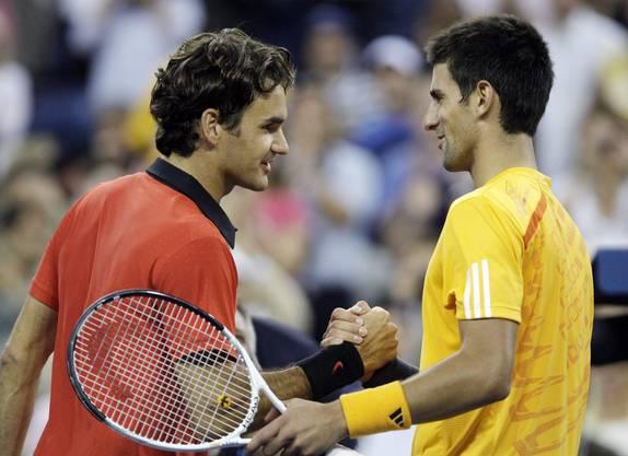 Federer schlägt Djokovic im Halbfinal mit 7:6, 7:5 und 7:5, unterliegt aber später dem Argentinier Juan Martín del Potro.