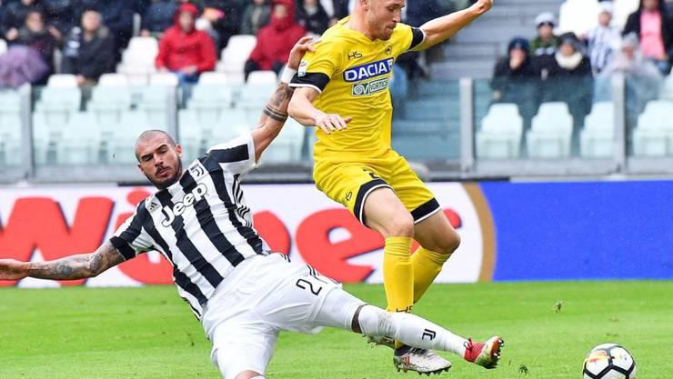 Silvan Widmer (rechts) gelang ein Treffer, zum Sieg reichte es für Udinese trotzdem nicht