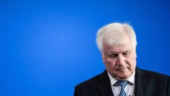 Nach langem Schweigen zu den Vorfällen in Chemnitz hat der deutsche Innenminister Seehofer voreilige Analysen kritisiert. (Archivbild)