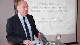Finanzdirektor Anton Lauber präsentiert die Baselbieter Staatsrechnung 2014.
