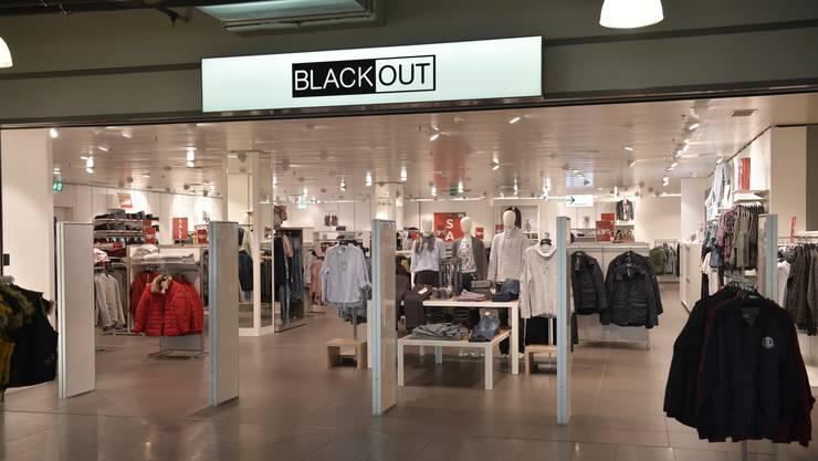 Ein Modell mit Zukunft? Der «Pop-Up-Store» von Blackout im Untergeschoss des Coop Centers.