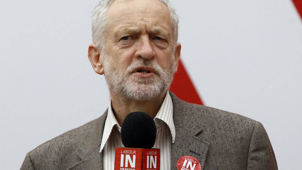 Für Labor-Chef Corbyn muss die EU demokratischer werden. Trotzdem will er, dass Grossbritannien in der EU bleibt, wie er in einer Live-TV-Sendung sagte. (Archivbild)