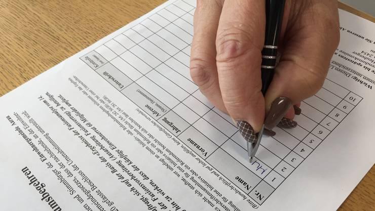 Für Parteien wurde es schwieriger, Unterschriften zu sammeln.