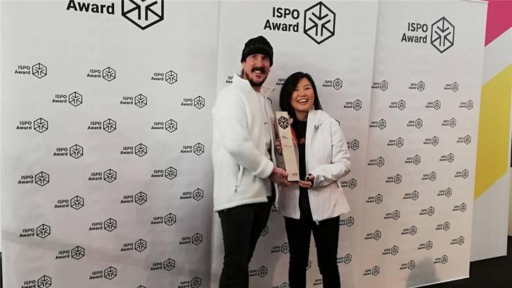 Freuen sich in München über die Awards: Adrian Margelist, Chief Creative Officer von Mammut, und Sophie Kim, Designerin.