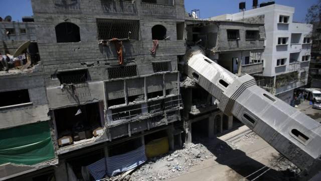 Umgestürztes Minarett einer Mosche am Donnerstag in Gaza-Stadt