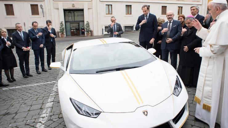Der gesegnete Papst-Lamborghini kommt unter den Hammer: Franziskus versteigert seine Karosse für einen guten Zweck. (Archivbild)