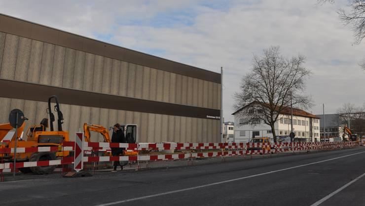 Die Bauarbeiten für die Limmattalbahn laufen auf Hochtouren. (Archiv)