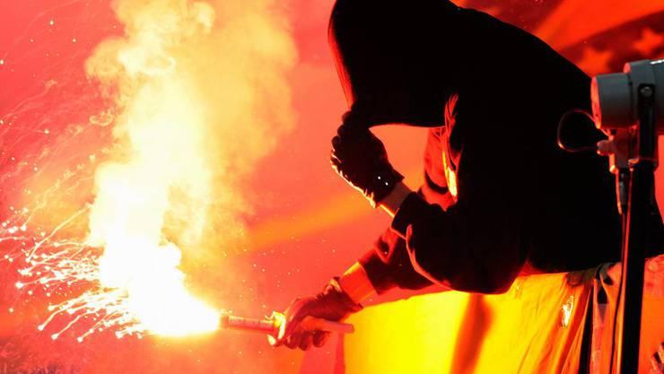 Sein Feuerwerk konnte der Fan gar nicht erst zünden. (Symbolbild)