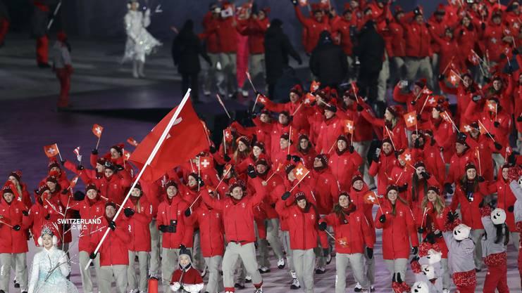 Die Schweiz ist als drittgrösste Delegation im Olympiastadion eingelaufen.