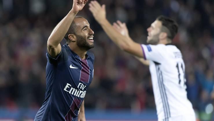Paris Saint-Germain (im Bild Torschütze Lucas) jubelt, Basel (Renato Steffen) hadert. Der FCB verlor trotz einer starken Leistung 0:2