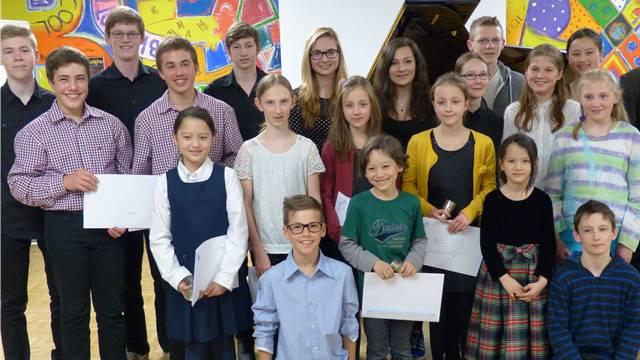 Alle Preisträgerinnen und Preisträger des 16. musikalischen Förderwettbewerbes um den Prix Rotary, ausgetragen in Frick.