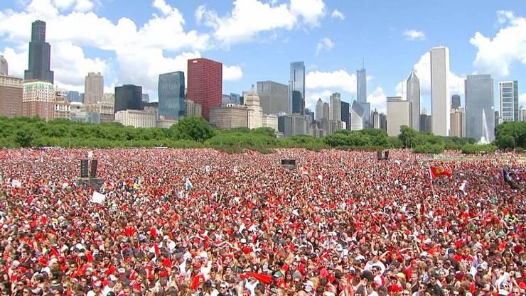 Eine unvorstellbare Kulisse: Zwei Millionen Fans feiern die Chicago Blackhawks
