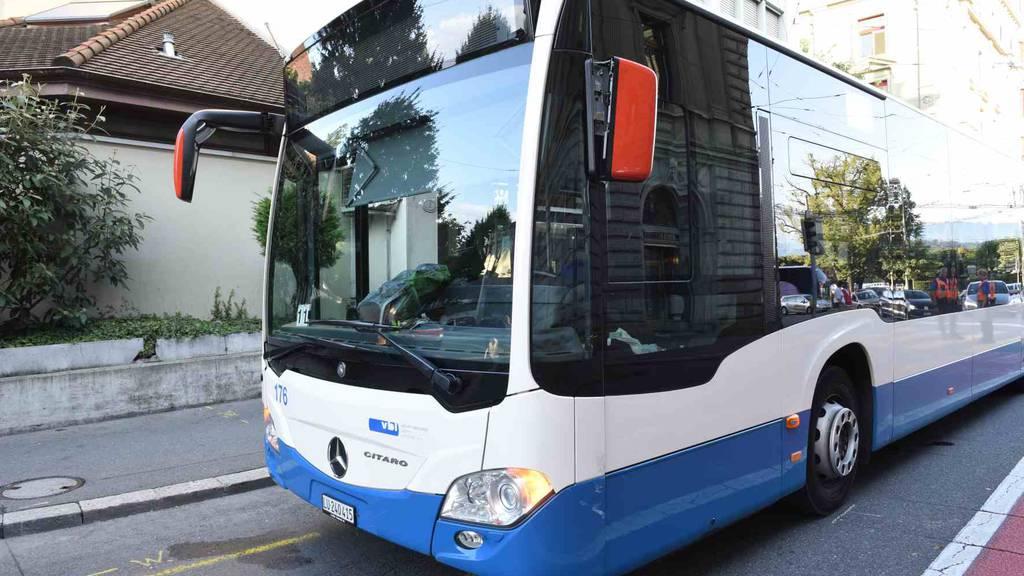 Buspassagierin bei Vollbremsung verletzt