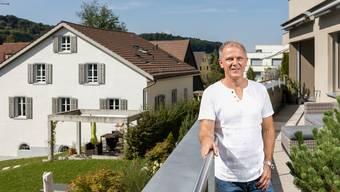 Alt Gemeinderat Roland Stämpfli plädiert für eine Einheitsgemeinde anlässlich der Revision der Gemeindeordnungen in Urdorf.