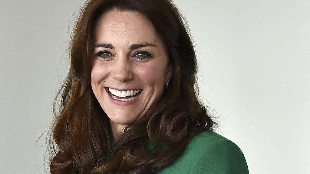 Allzuoft dürfte das nicht vorkommen: Am Freitag shopte Herzogin Kate für ihre Kinder in einem Secondhand-Laden. Der Erlös kommt einem Kinderhospiz zugute (Archiv).