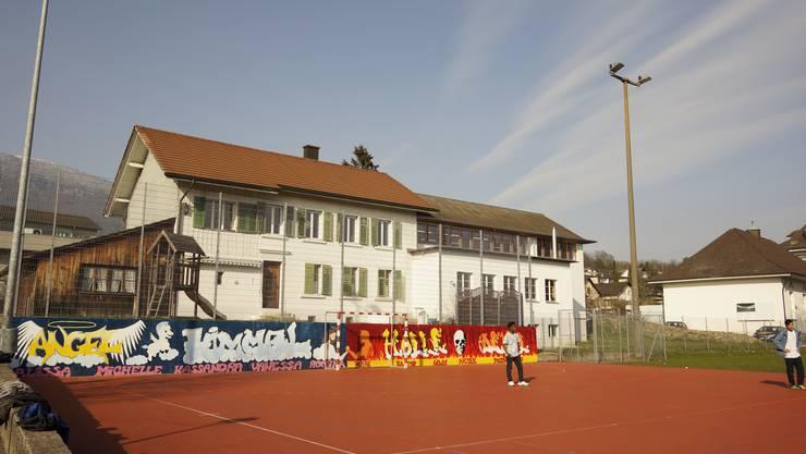 Auch die Spielgruppe Rägeboge, die im linken Teil des Gebäudes einquartiert ist, gehört zum Verein Kind und Familie.