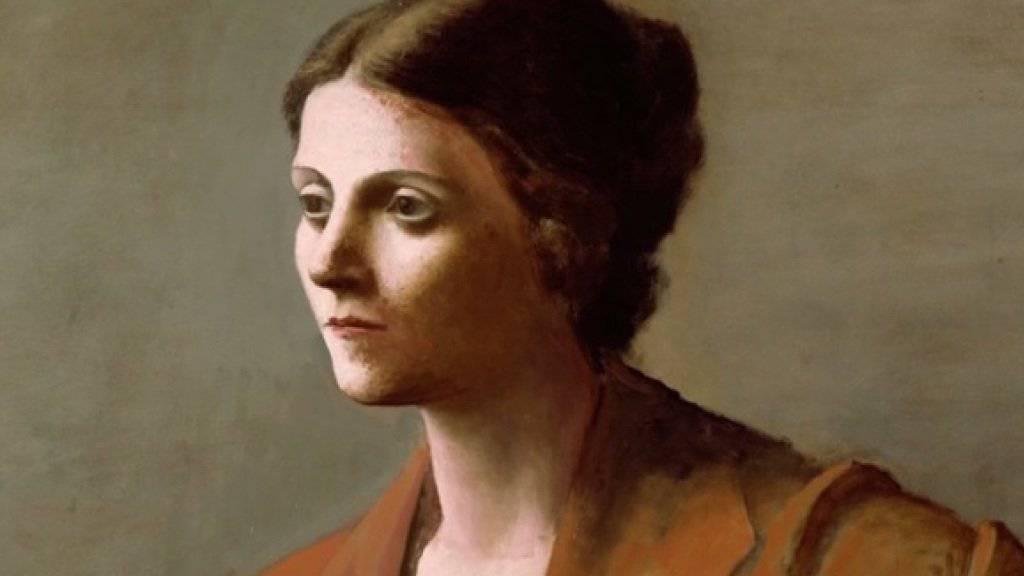 """In der Ausstellung """"Picasso. Retrats"""" im Museu Picasso in Barcelona sind nicht nur die kubistischen Porträts zu sehen, für die der Maler berühmt ist. Dieses Bild von seiner ersten Frau Olga beispielsweise würde man als Laie wohl kaum als einen Picasso erkennen. (Handout)"""