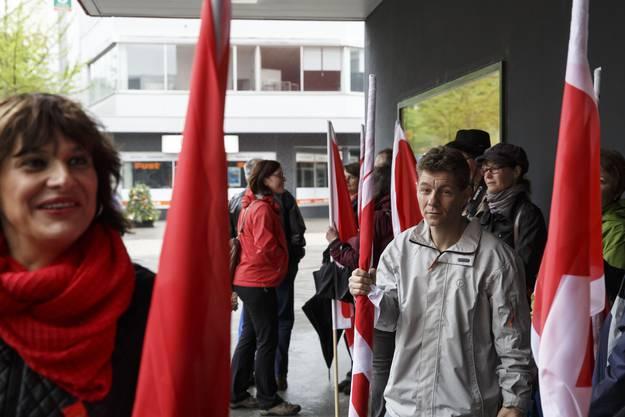 Besammlung der Umzugsteilnehmer vor dem Centro