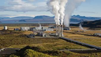 Aus den Leitungen des Geothermiekraftwerks im isländischen Nesjavellir entsteigt kein schädliches CO2, sondern bloss Wasserdampf. HO