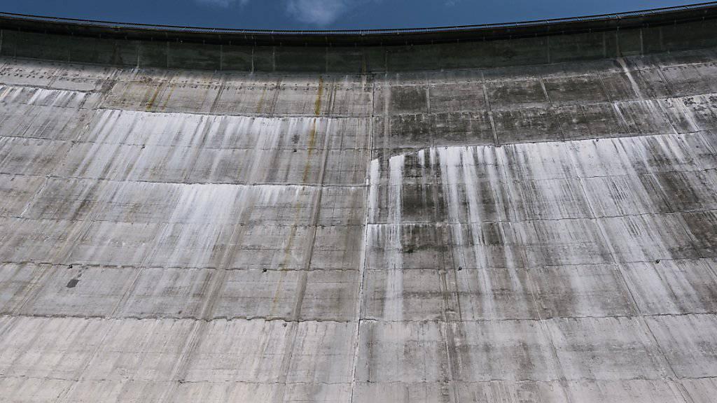 Die Wasserkraft soll in den kommenden Jahren zusätzlich unterstützt werden. Das will der Ständerat. Der Nationalrat entscheidet am Nachmittag. Sagt er Nein, stürzt die Vorlage zum Um- und Ausbau der Stromnetze ab.