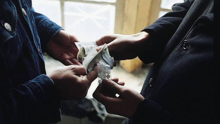Kanton- ud Stadtpolizei gehen gemeinsam gegen Drogendealer vor. (Symbolbild)