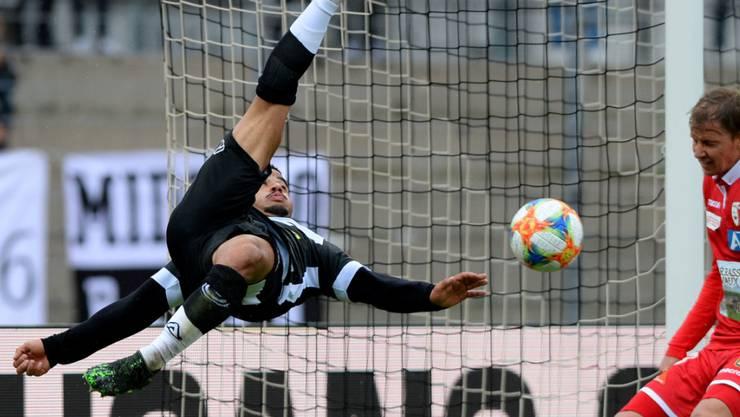 Luganos Carlinhos versucht es akrobatisch