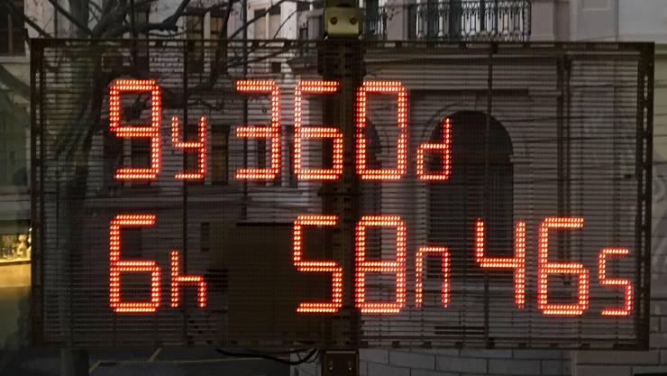 Der Countdown, der über dem Eingang der Kunsthalle bzw. des Schweizerischen Architekturmuseum angebracht wurde.