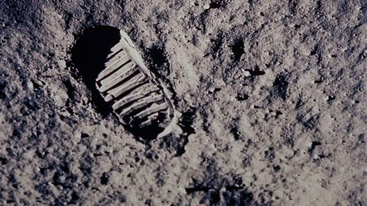 Woher das Mondwasser stammt, ist noch rätselhaft.