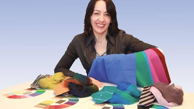 Leitet den Kurs «Sich gut und schön fühlen? Farbsache!»: Andrea Hamidi, eidg. dipl. Farb- und Modestilberaterin FA