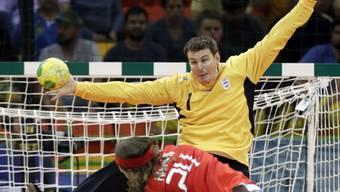 Matias Schulz stellte sich bei den Olympischen Spielen in Rio 2016 einem Penalty von Dänemarks Mikkel Hansen