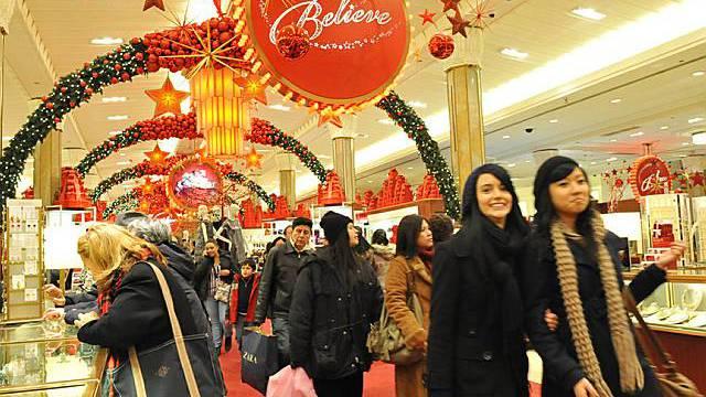 Zufriedene Konsumenten in einem New Yorker Einkaufszentrum (Archiv)