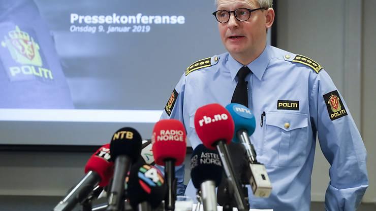 Polizeisprecher Tommy Brøske steht den Medien im Entführungsfall Red und Antwort.