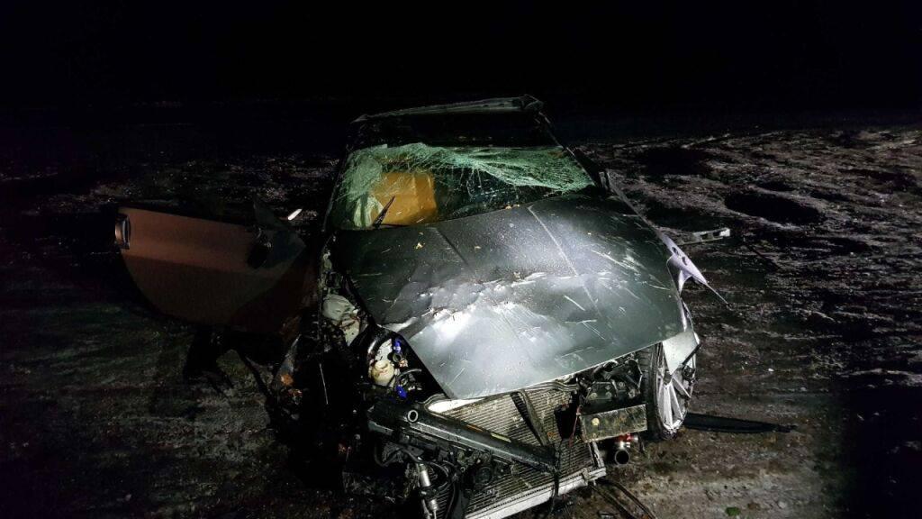 In Matran FR hat sich ein ausser Kontrolle geratenes Auto mehrere Male überschlagen. Der Fahrer wurde ins Freie geschleudert und verletzt.