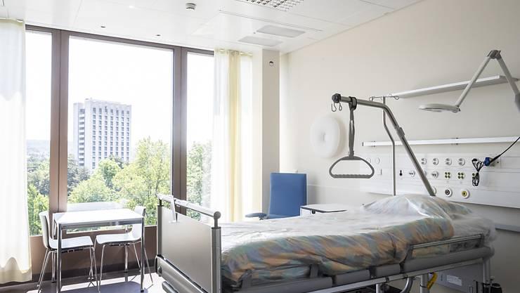 Rund eine Million Personen haben 2018 ein Bett im Spital in Anspruch genommen. Das sind etwa gleich viele wie ein Jahr zuvor. (Themenbild)