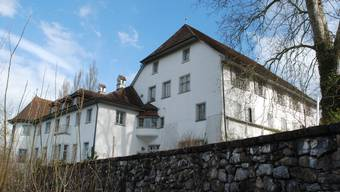 Das ehemalige Schlosshotel Brestenberg wartet weiterhin auf einen Märchenprinzen.