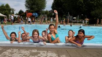 Kinder in der Badi Walzimatt. (Archiv)
