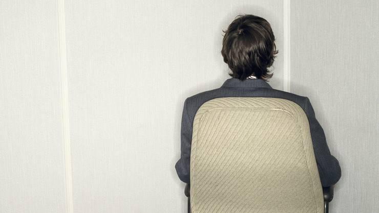 Durch einen Mitarbeiter mit psychischen Problemen sind auch Chef und Team einer psychischen Belastung ausgesetzt.