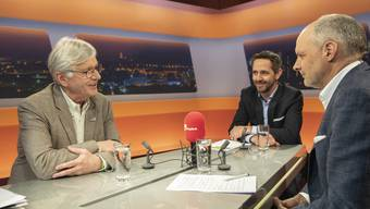 Rainer Klöti (links) und Ralph Bucher (Mitte) mit Moderator Rolf Cavalli (rechts).