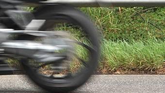 In Therwil kam es an einem Selbstunfall eines Rollerfahrers.