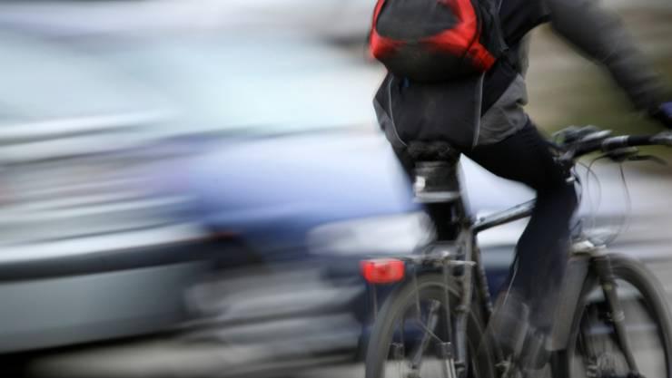 Velofahrer erschrecken Fussgänger