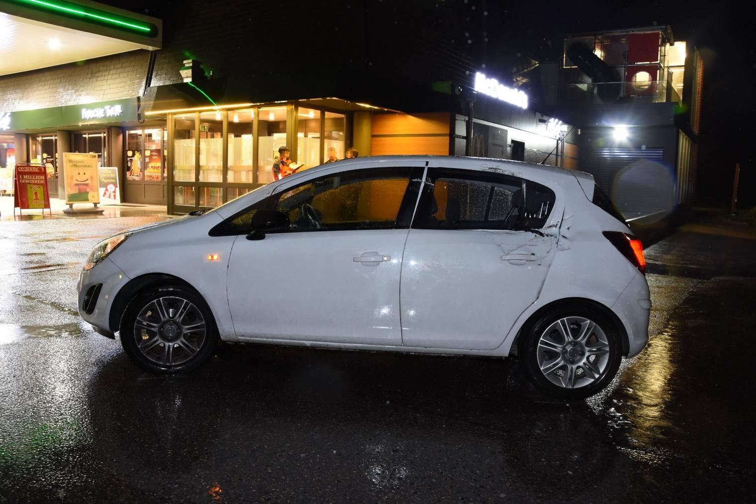 Am Auto entstand Sachschaden in der Höhe von 6000 Franken. (Bild: Kapo SG)