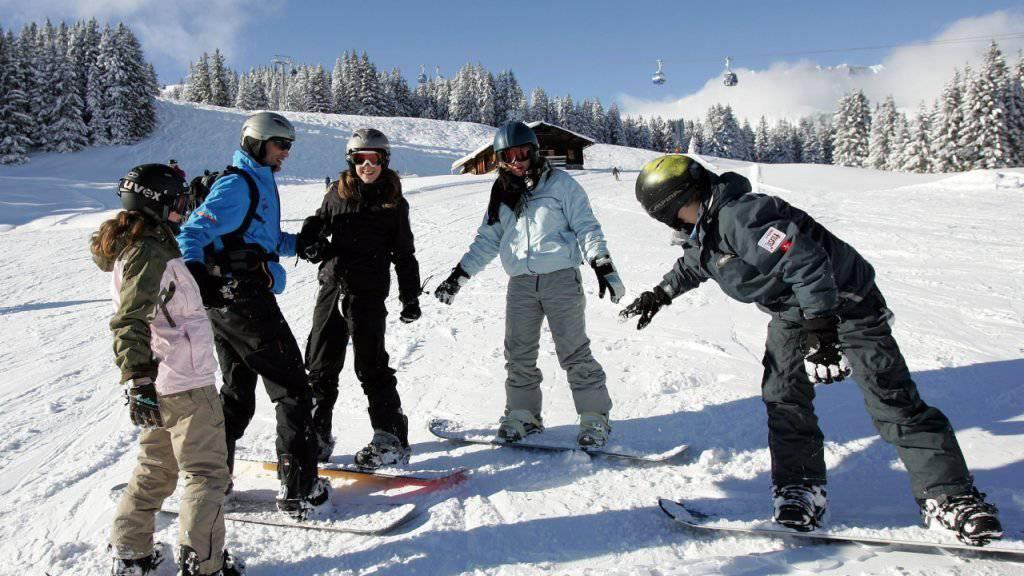 Geht es nach dem Nationalrat, sollen Teilnehmenden von Jugendskilagern künftig drei nationale Schneesportzentren zur Verfügung stehen. (Archiv)