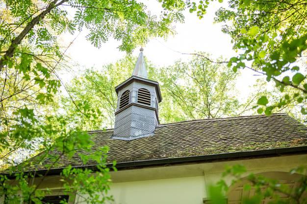 Jeden Morgen um 6 Uhr läuten die Glocken des Kirchleins auf dem Sulperg – zu früh, findet ein Anwohner.