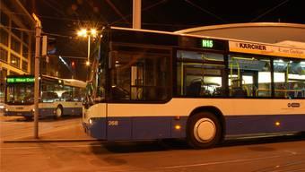 Rendezvous der Nachtbusse am Bellevue in Zürich: «Das heutige Nachtnetz-Konzept stösst an seine Grenzen», sagt ZVV-Sprecher Caspar Frey. zvg