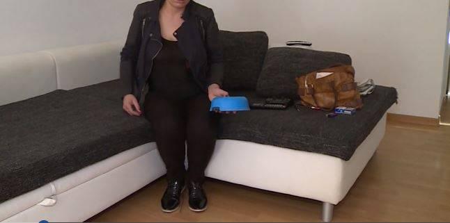 """""""Ich bin an allem schuld"""", sagt die Portugiesin unter Tränen zu Tele M1. Sie habe ihren Mann immer wieder dazu gedrängt, die Hunde loszuwerden. Die Frau, schwanger im fünften Monat, war offenbar mit den Hunden total überfordert. Zuletzt wurde der Gestank der Hunde für sie zum Problem in der Wohnung."""