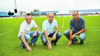 Schiedsrichter Patrick Graf (Mitte) mit den Assistenten Edi Kaufmann (links) und Charles Helbling. Urs Lindt