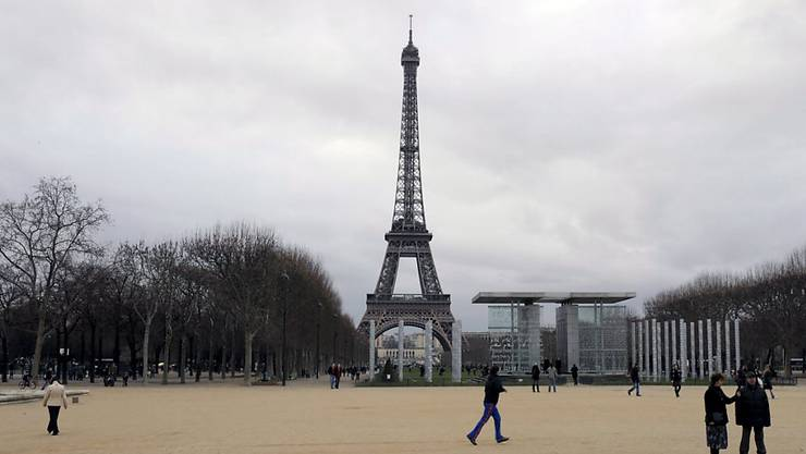 Frankreichs Präsident Emmanuel Macron hat beschlossen, dass die strengen Ausgangsbeschränkungen im Kampf gegen Covid-19 bis zum 11. Mai verlängert werden.