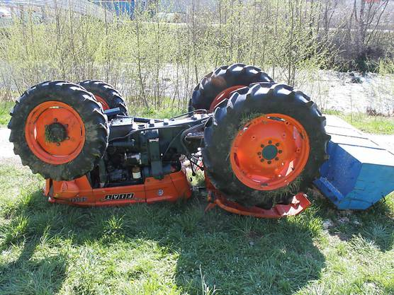 Appenzell AI, 20. April: Eine 36-jährige Frau ist beim Traktor-Unfall verletzt worden. Sie war auf dem Gefährt mitgefahren, das sich bei einem Manöver auf einer abschüssigen Wiese überschlagen hatte.